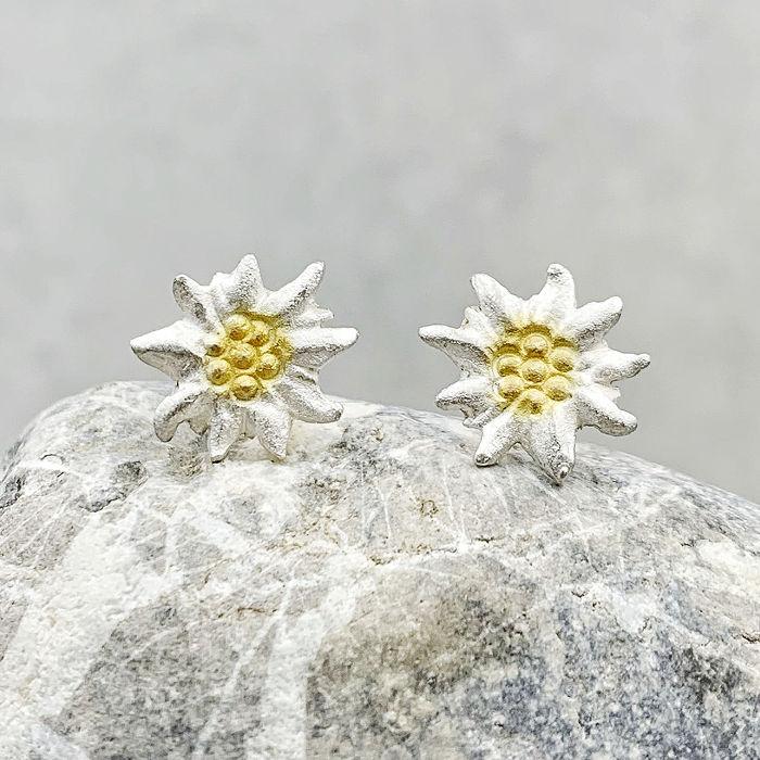 Blüten Ohrstecker aus der Edelweiß-Kollektion der Goldschmiede Arntz