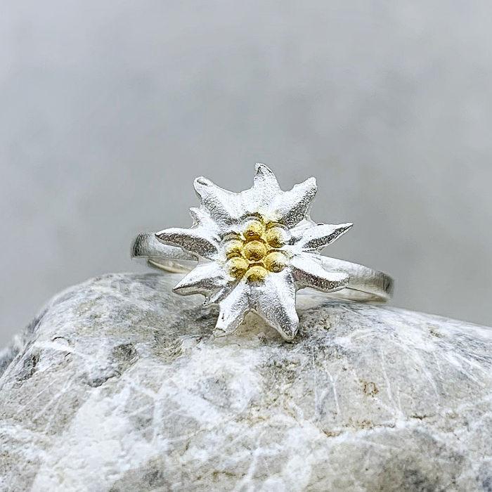 Ring aus der Edelweiß-Kollektion der Goldschmiede Arntz