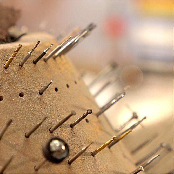 Utensilien für die Ringbearbeitung in der Werkstatt der Goldschmiede Arntz